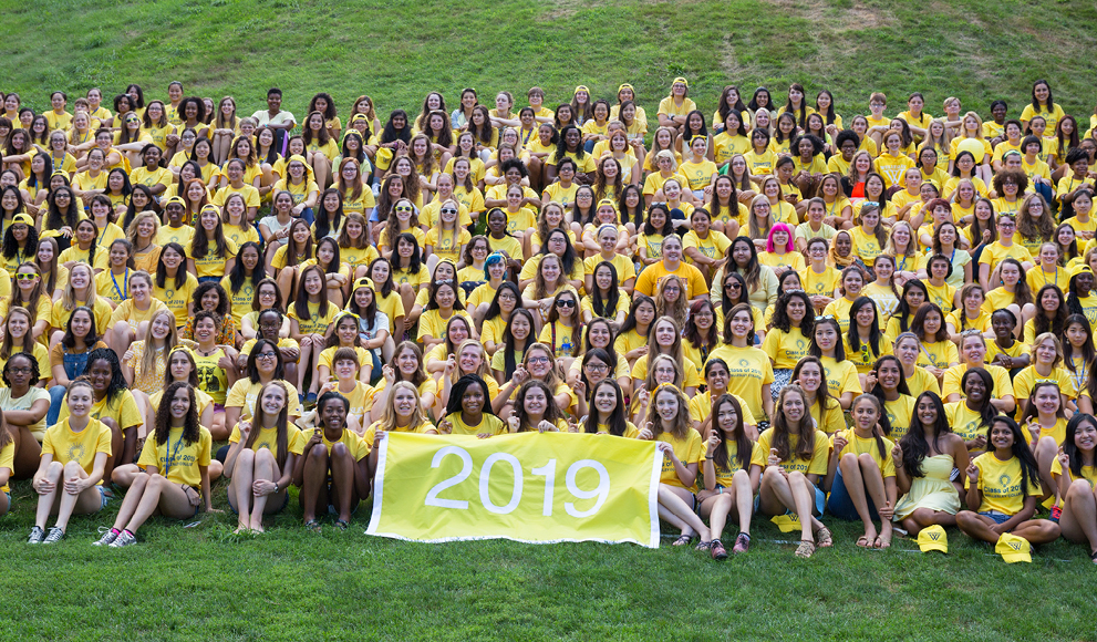 group photo of the Wellesley class of 2019