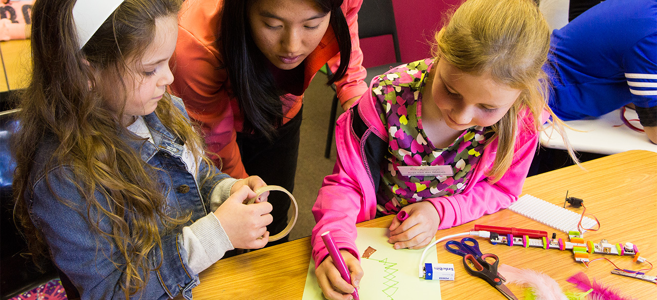 Veronica Lin '15 works with Girls in Robotics Camp in South Africa