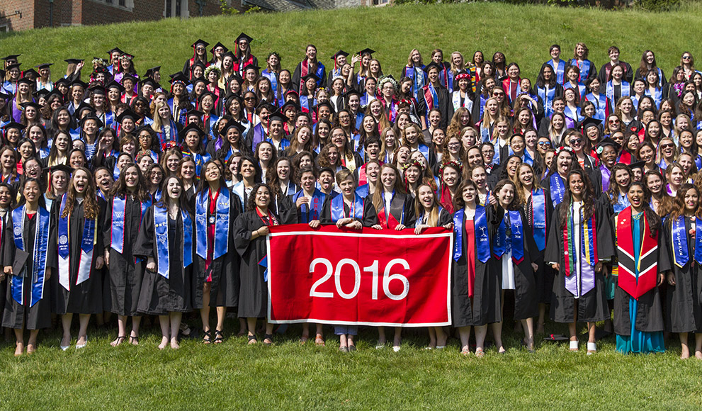 Congratulations to the Wellesley College Class of 2016, shown here in their class photo.