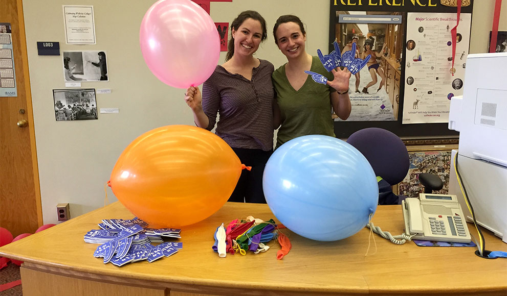 Hannah Ruebeck '16 and Anne Dickinson Meltz '16, founders of Wellesley SMiLES