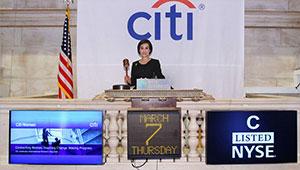 Liu with gavel at NYSE