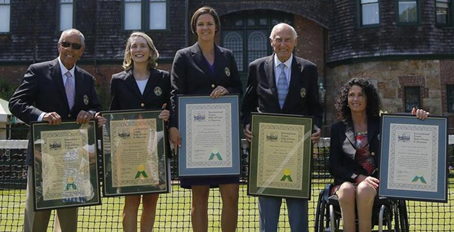 class of 2014 tennis hall of fame inductees with their plaques
