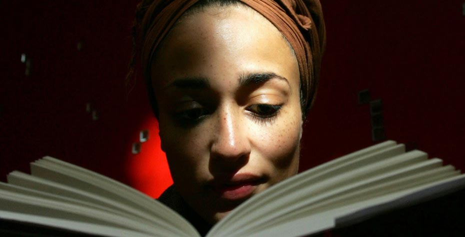 close-up Zadie Smith reading