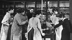 Wellesley students in the lab circa 1890