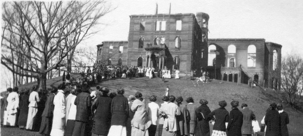 Students evacuate College Hall, during the fire of 1914