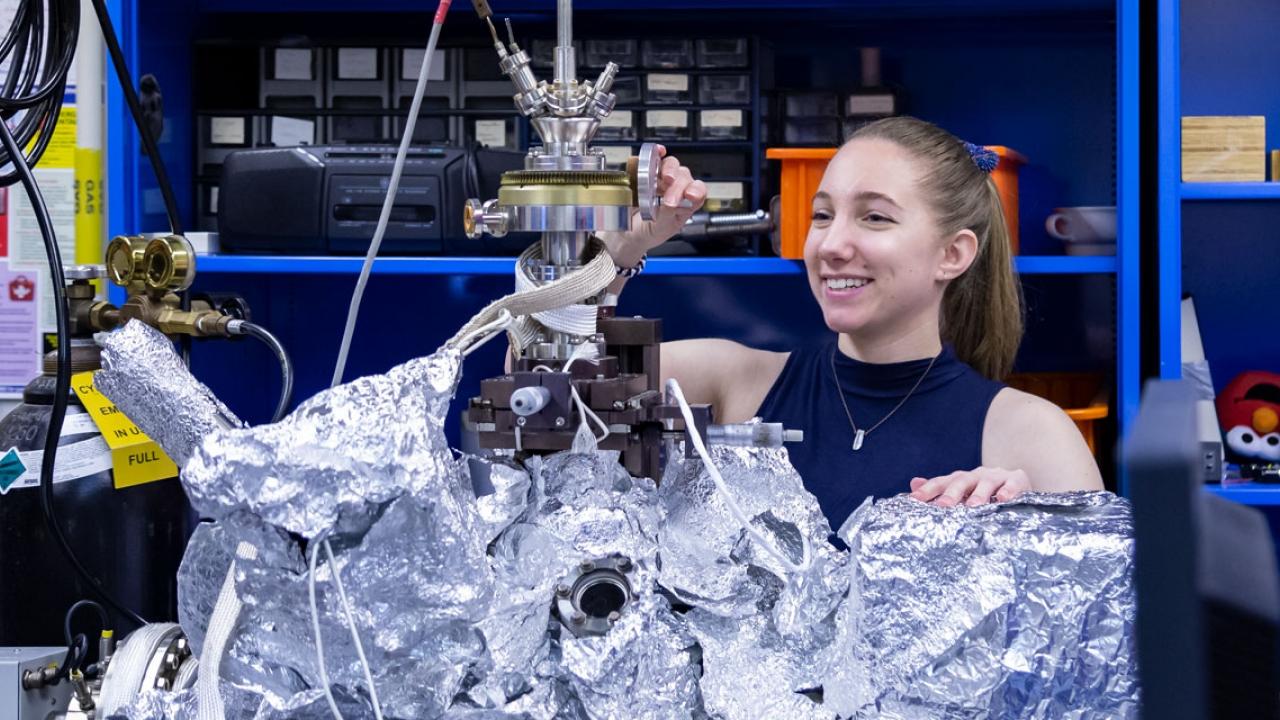 Ella Mullikan '20, working in Chris Arumainayagam's research lab