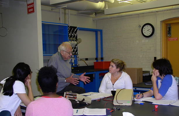 Hubel works closely with Wellesley students in seminar
