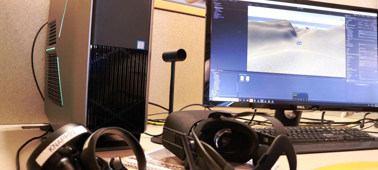 Image of an Alienware desktop hooked up with an Oculus Rift and 4K monitor.