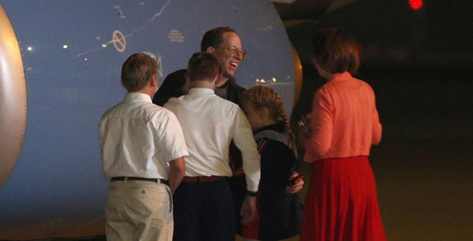 AP photo: Jeffrey Fowle reunited with family