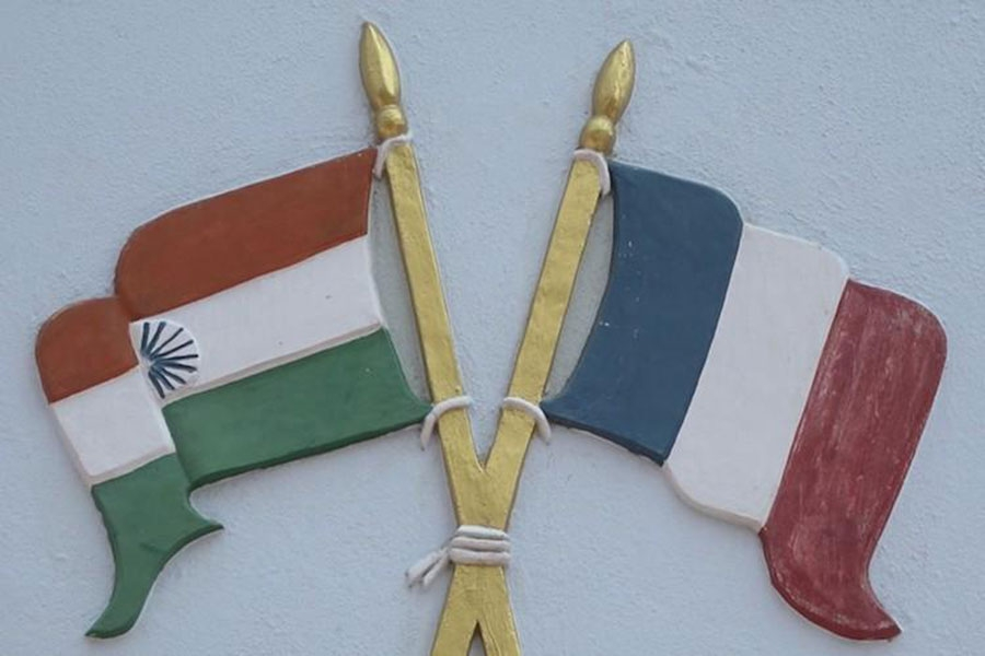 image of the Indian and French flags