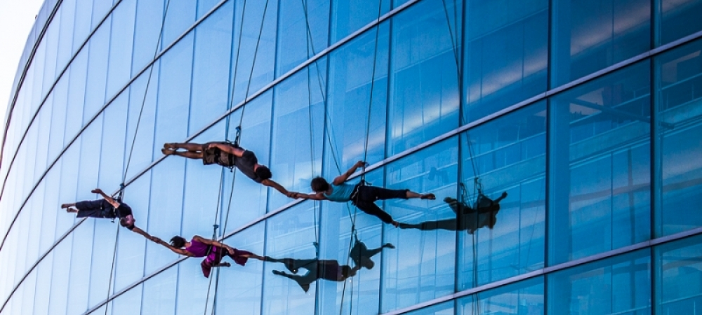 BANDALOOP performs on the side of a glass wall
