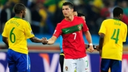 Brazil and Portugal soccer plays shake hands (Haititempo)