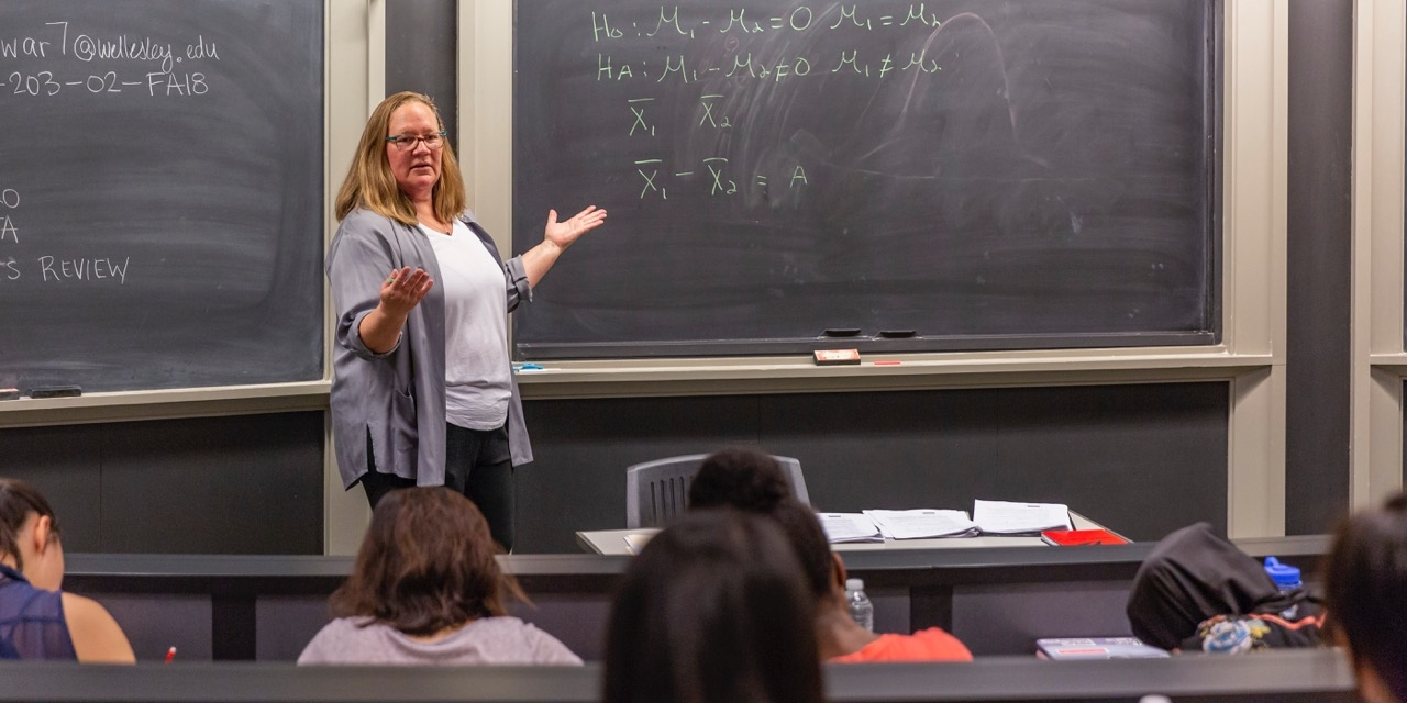 Professor Kristin Butcher teaches an economic class.
