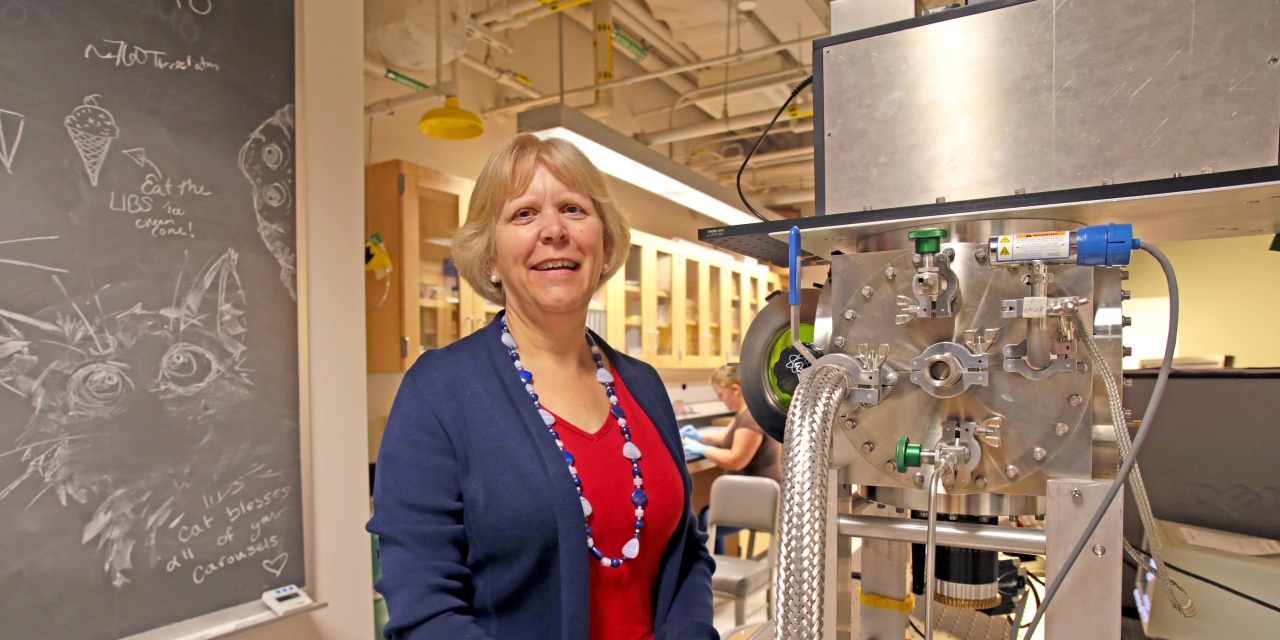 Darby Dyar '80 in her lab at Mount Holyoke College