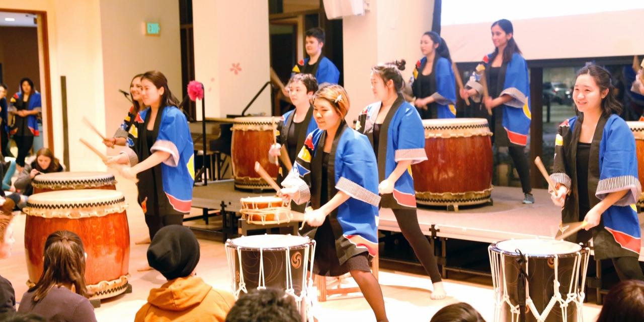 Wellesley Aiko club performing at Yuki Matsuri