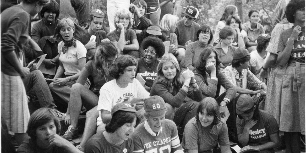 Wellesley students sing (1980).