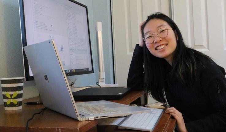 Heesu (Ally) Kim '21 at her desk