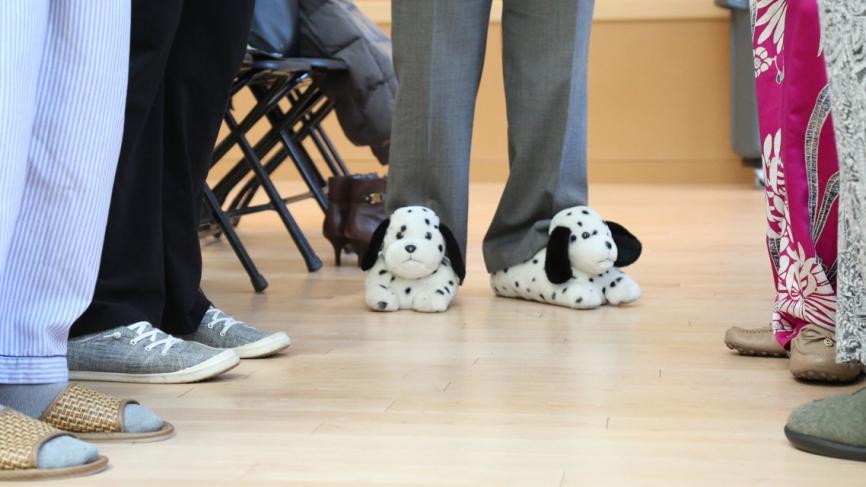 Five figures wear slippers.