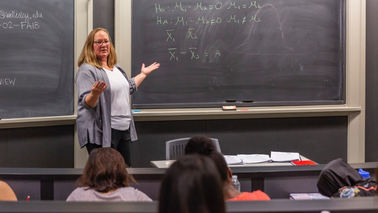 Professor Kristin Butcher teaches an economic class.