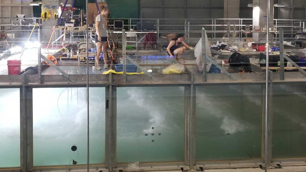 Student researchers use wind-wave tank to simulate the ocean in order to better understand air-to-ocean gas exchange processes.