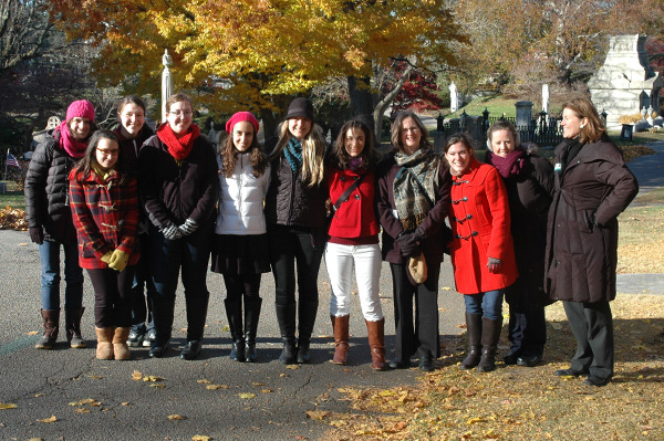 ARTH 380 students on research field trip with Professors Jacki Musacchio and Martha McNamara